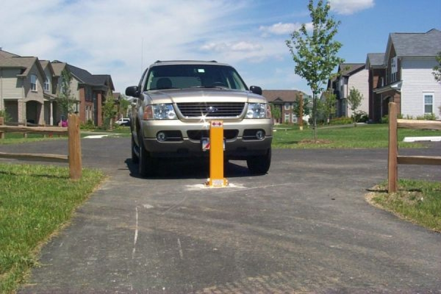 TrafficGuard, Inc Single Post - Bollards Removable Pedestrian Path, Geneva, IL