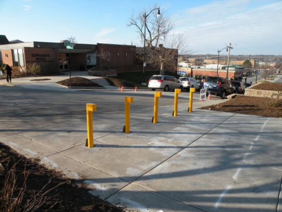 TrafficGuard, Inc Round Post Top Lock High Security - Removable bollards Elgin Academy, Elgin, IL