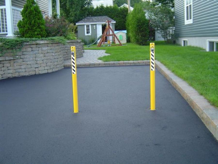 TrafficGuard, Inc Round Post Top Lock - Steel bollards Parking Space, Quebec, Canada