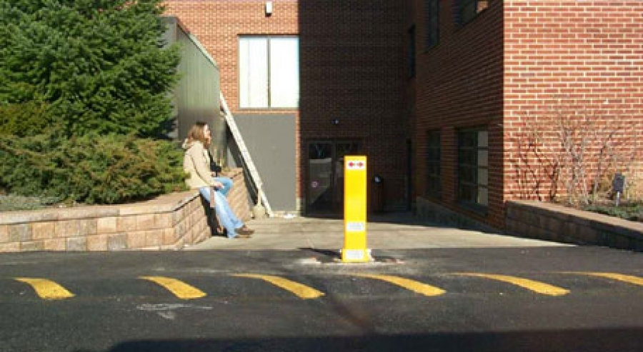 TrafficGuard, Inc Single Post - Collapsible bollards Loading dock access